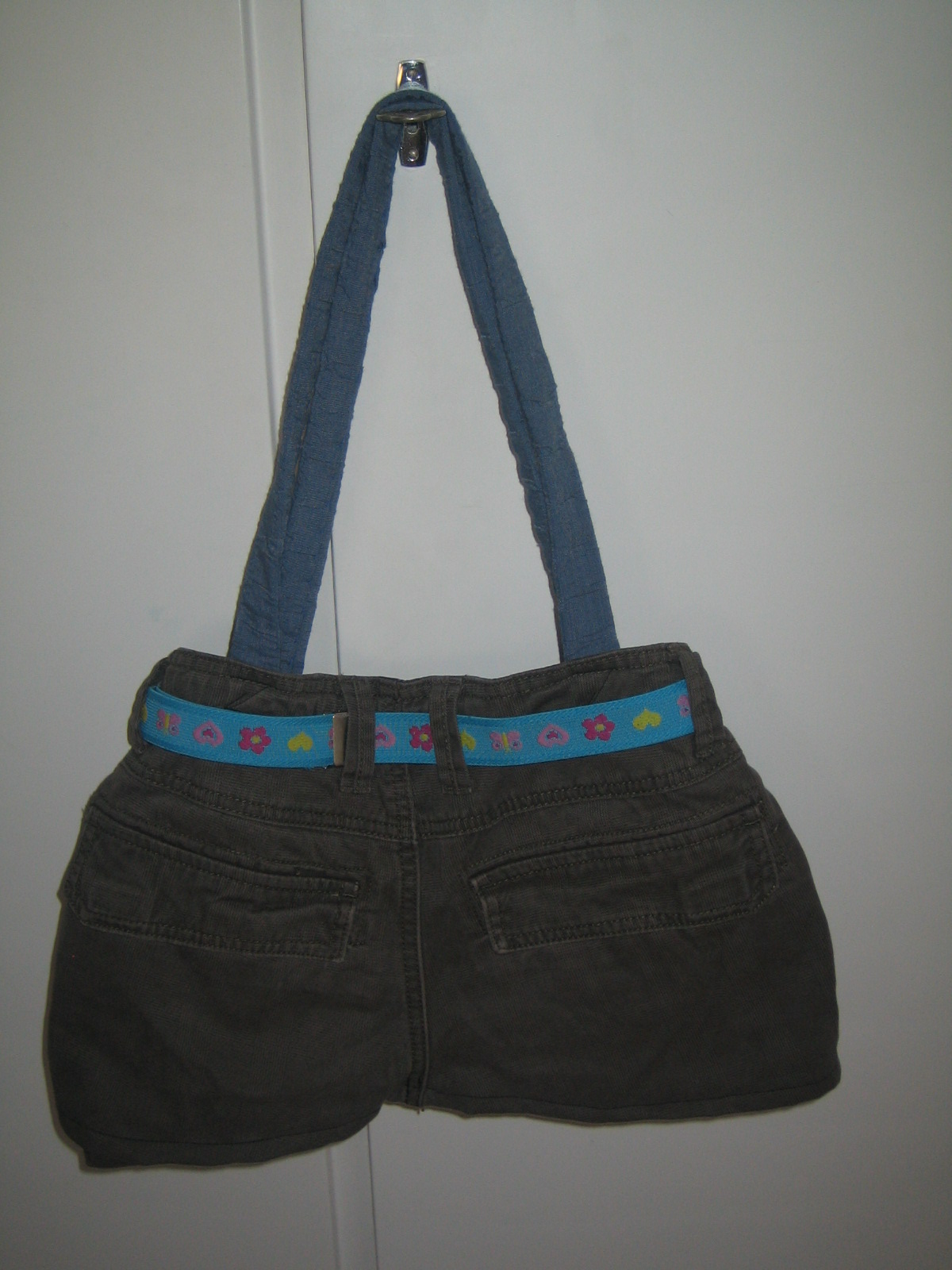 how to make a shoulder bag from old jeans