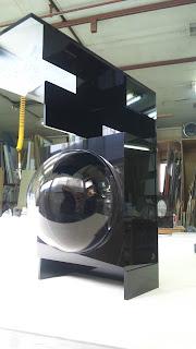 アクリルドームと黒アクリル板を使用した防犯カメラケースです