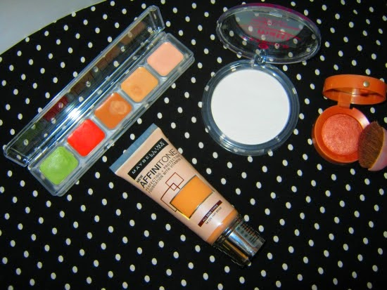 makeup, pudr, korektor, tvářenka