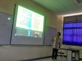 Presentasi salah satu peserta lomba esai mahasiswa S1 Se Indonesia Kehutanan Indonesia Baru 28 September 2013 (dok. pribadi)