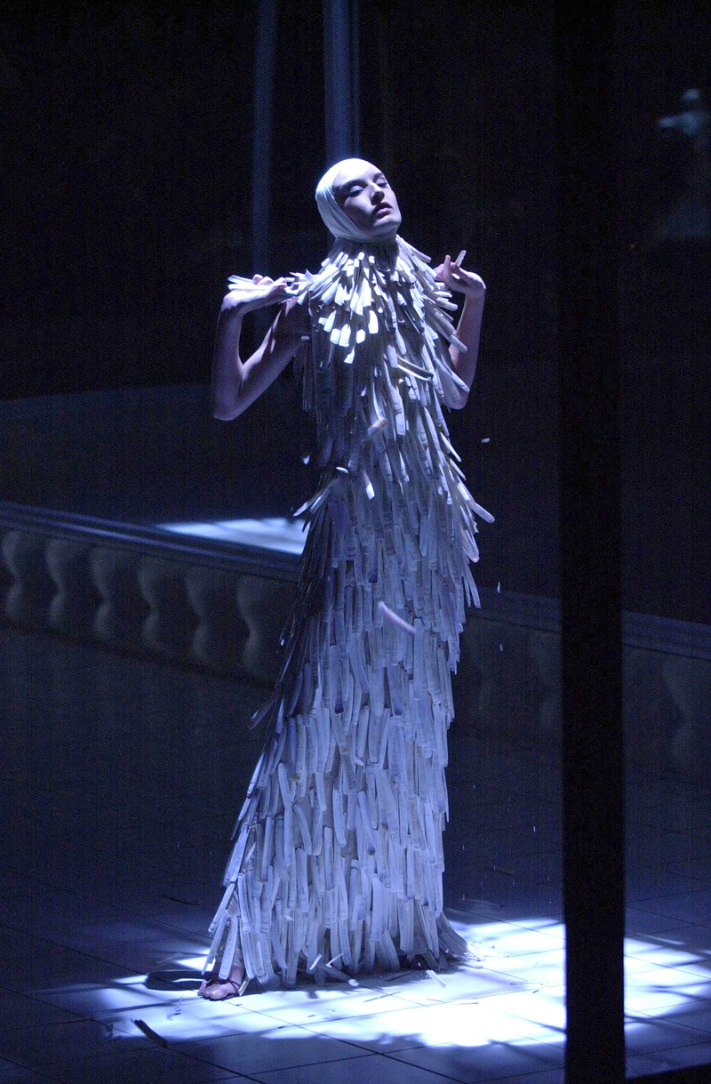 "Erin O'Connor wearing Razor clam shell dress from Alexander McQueen ""Voss"" Spring/Summer 2001 collection via firstVIEW / Alexander McQueen Savage Beauty / via fashioned by love"