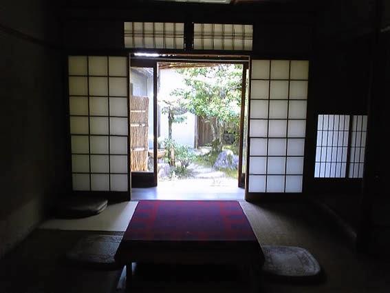je fouille aussi par derri re junichir tanizaki eloge de l ombre. Black Bedroom Furniture Sets. Home Design Ideas