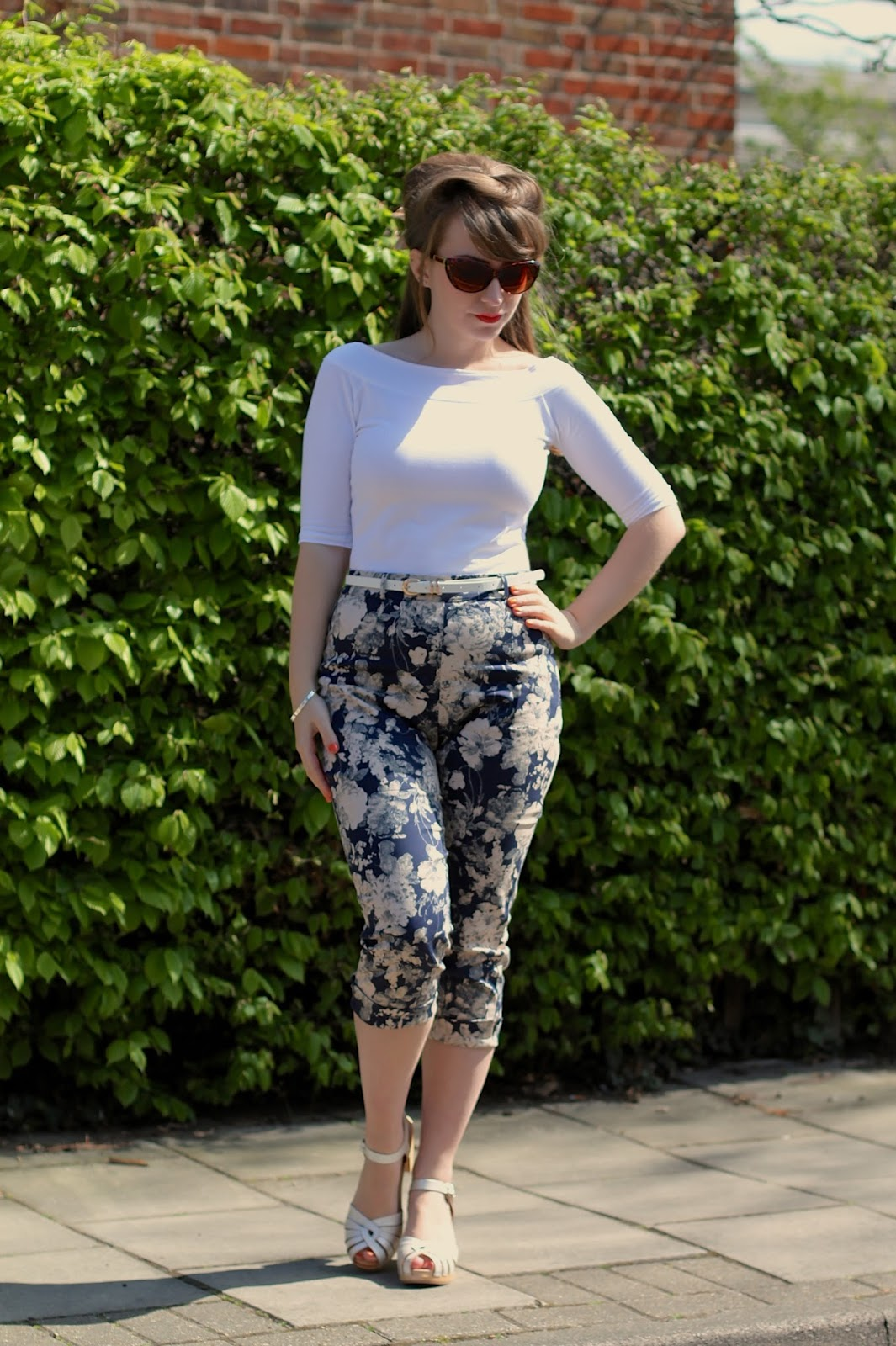 Lindy Bop Kendra Capris in navy rose print review