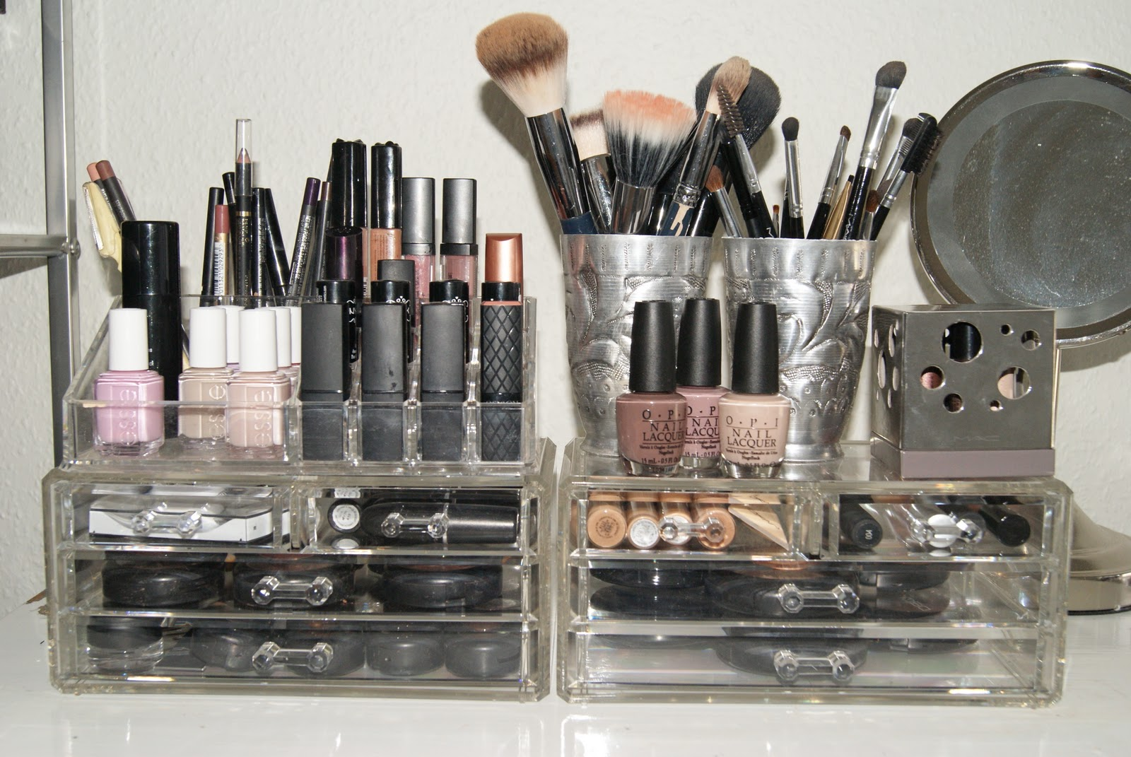 Source & Oh! Just one more!: Makeup Storage