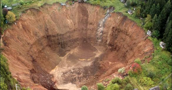 Sinkhole Di Siberia Bertambah Luas Dan Dalam Setiap Harinya