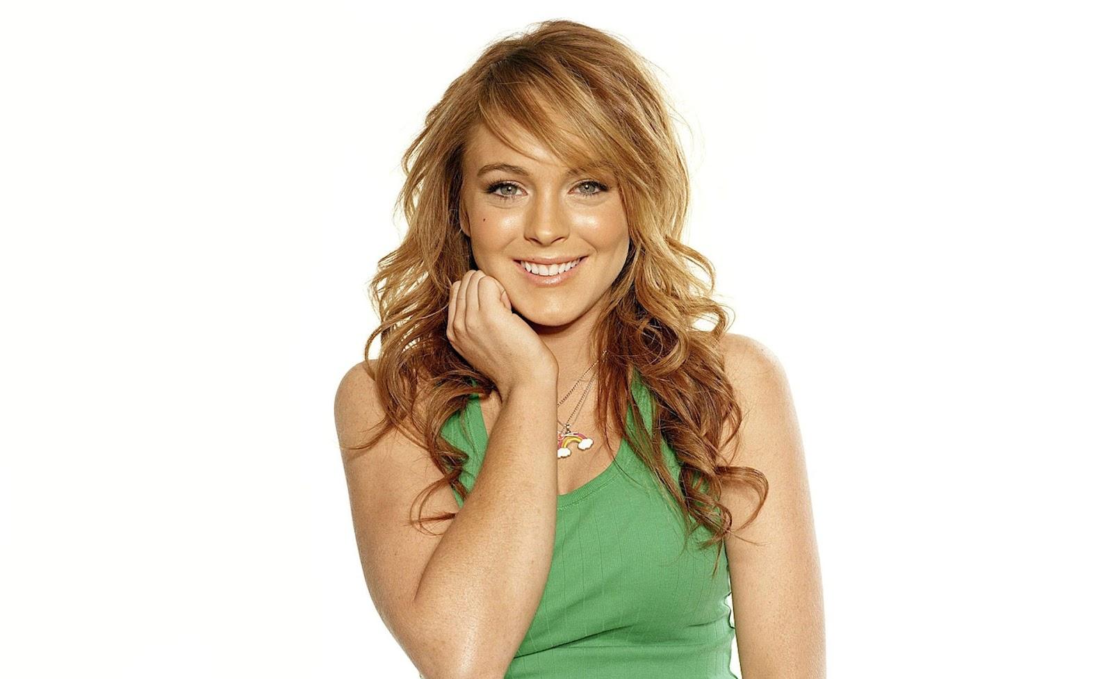 Lindsay Lohan beautiful smiling look