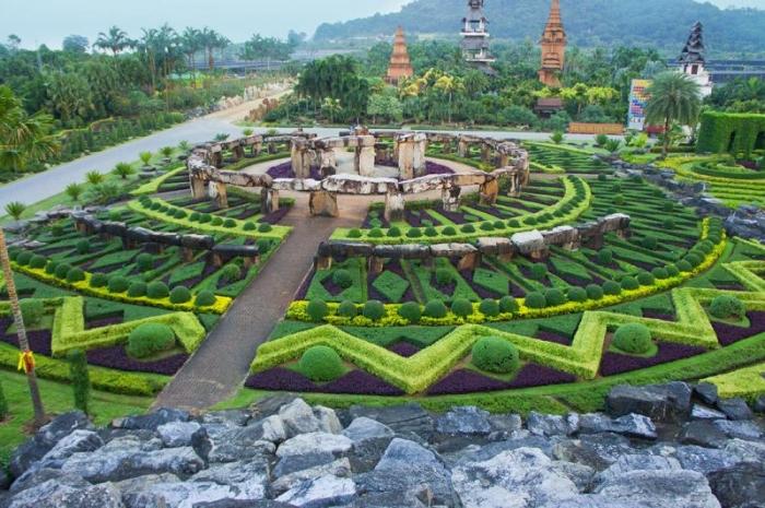 Nature\'s Best: Hanging Gardens in Babylon (By : Kezia)