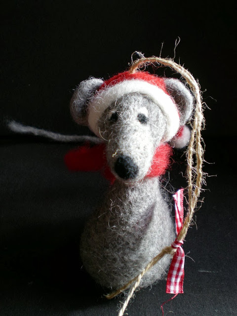 Needle felted Mouse - Christmas ornament by Mirtilio