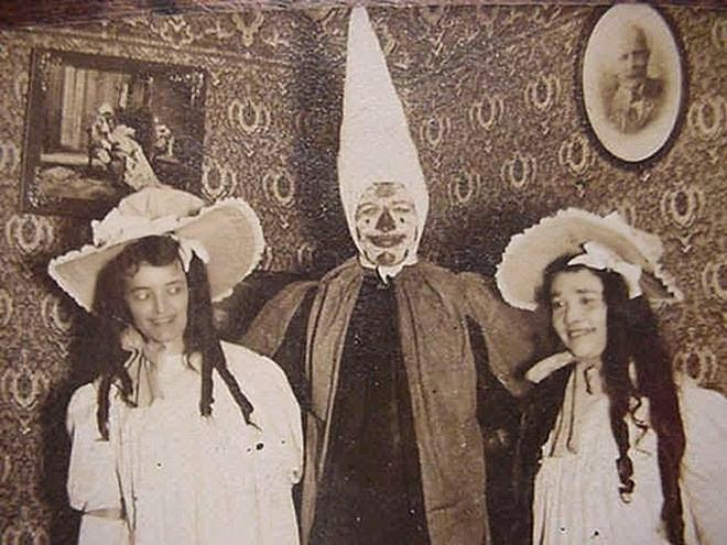 Foto de Terror Antiga e Bizarra