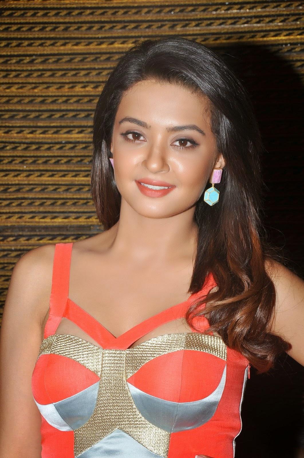 Gamorous Telugu Heroine Surveen Chawla Latest Photos