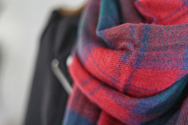 getting-ready-for-autum-ugg-boots-tartan-scarf-blogger-post