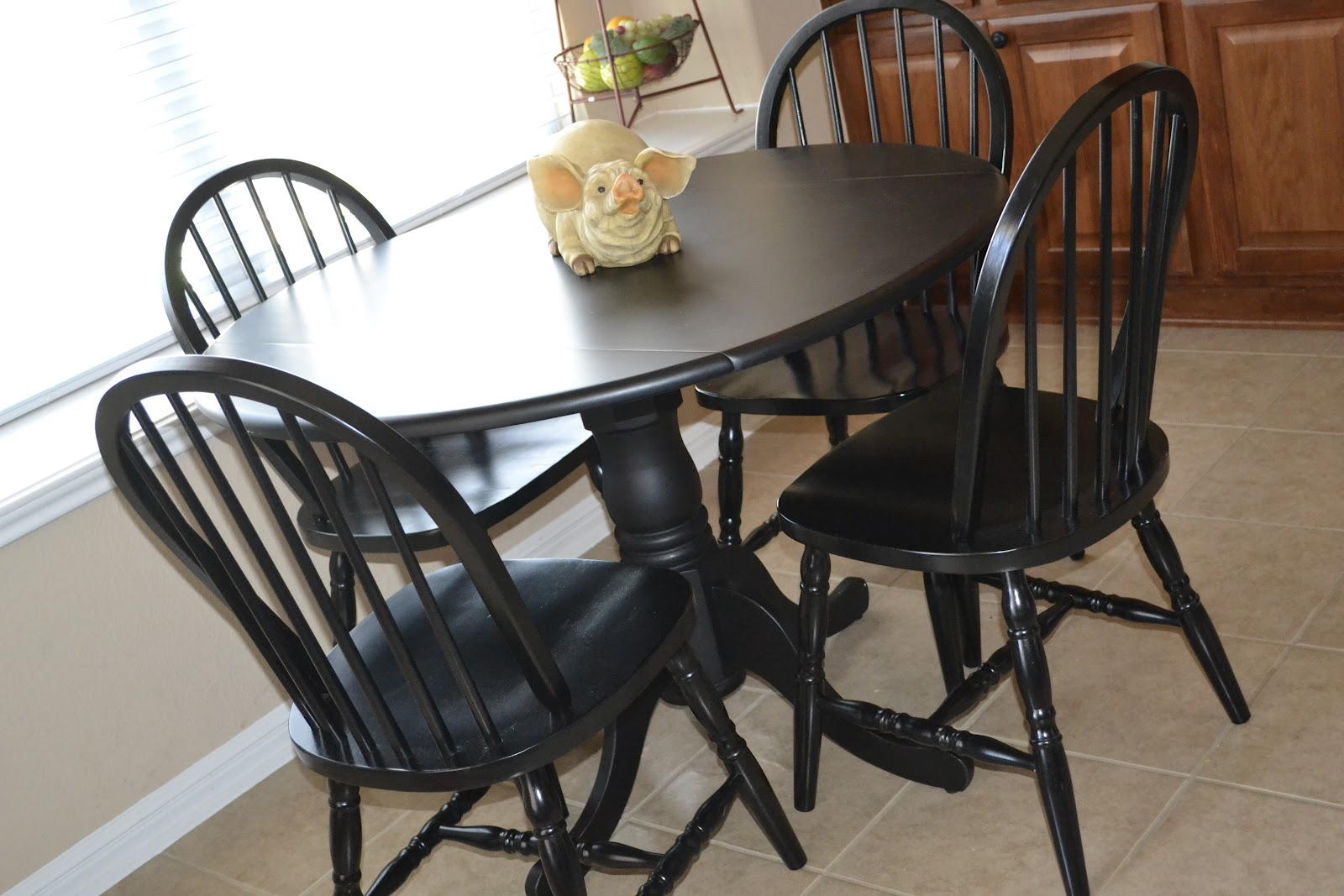 Magnificent black round kitchen table sets 1600 x 1067 · 220 kb · jpeg