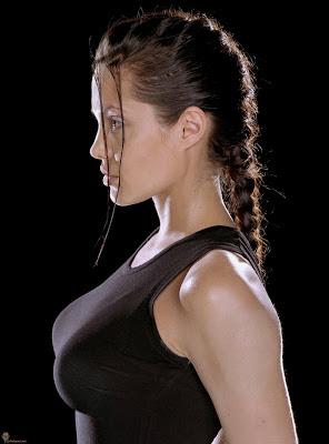 De borsten van Angelina Jolie