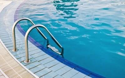 Faites de la natation pour perdre du ventre homme