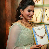 94668-samantha-at-prince-jewellery-exhibition-09