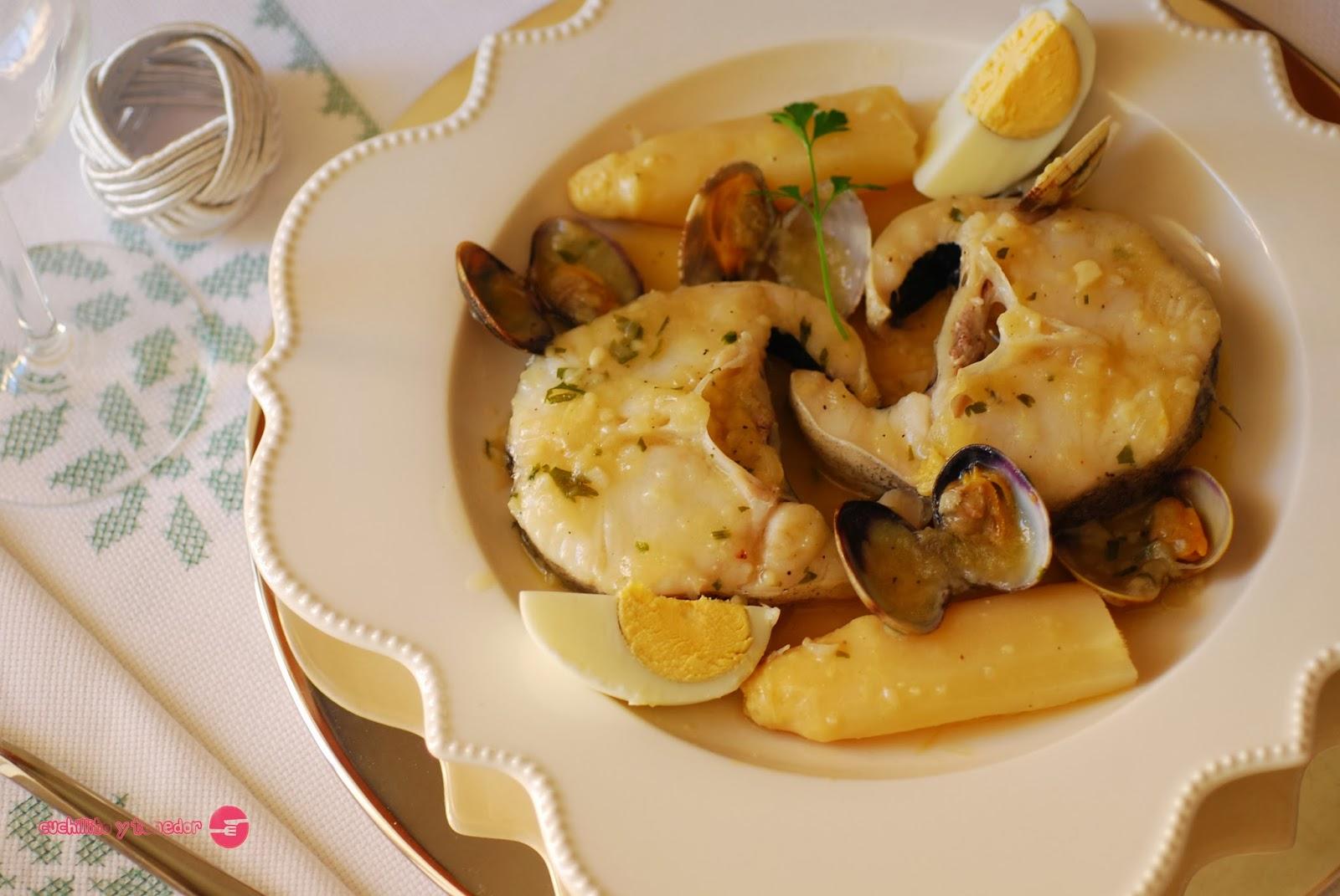 Cuchillito y tenedor merluza a la vasca for Cocinar merluza a la vasca