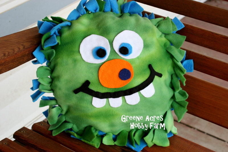 Monster Making 101 & Monster Making 101 - One Artsy Mama pillowsntoast.com