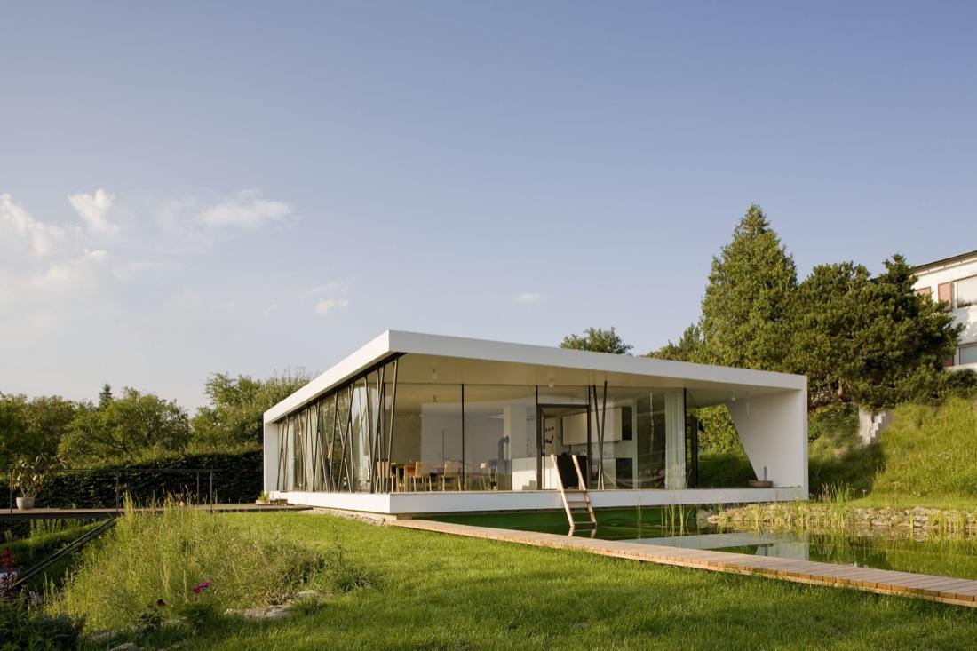 Minimalist One Storey House With Modern Art Foto De Modelo De Casa Moderna Blanca Con Grandes Ventanales De Un