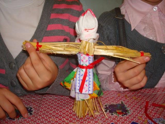 Как можно сделать куклу из соломы 141
