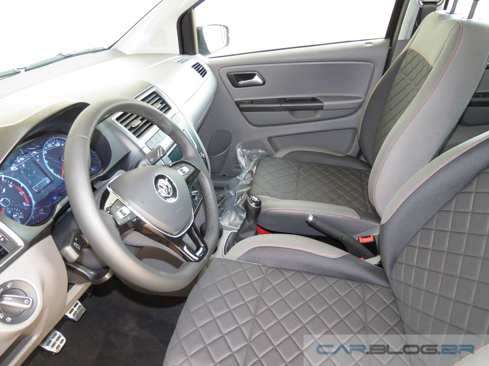 Novo VW Fox 2015 - interior