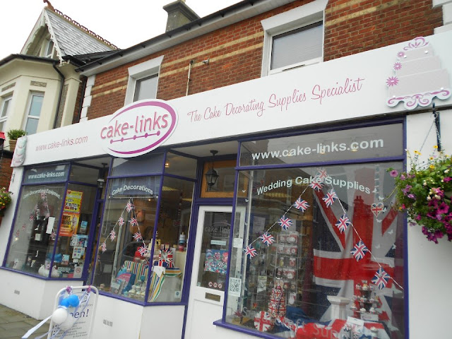 Cake-Links cake decorating supplies shop New sign