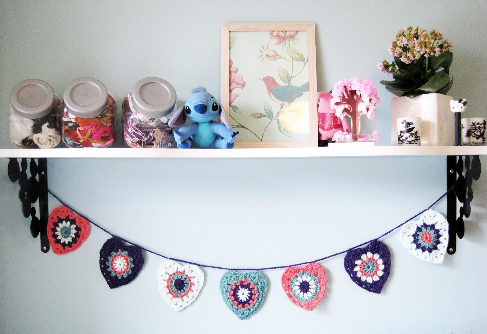 Craft Night Blog: How to: Crochet Heart Garland