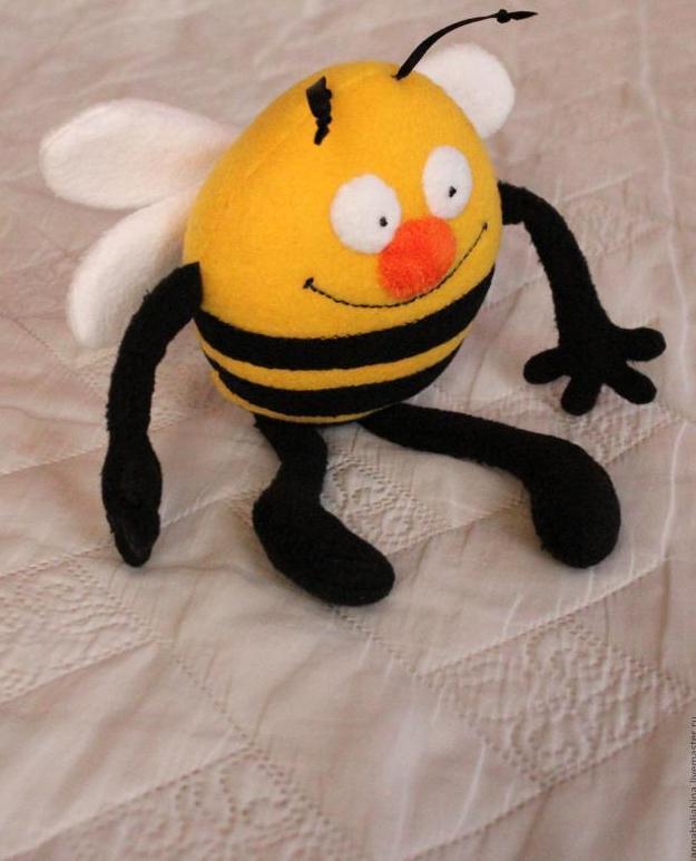 Manualidad como hacer una abeja en fieltro mimundomanual - Como hacer una manualidad ...