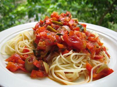 Capellini com Molho de Tomates e Pimentão (vegana)