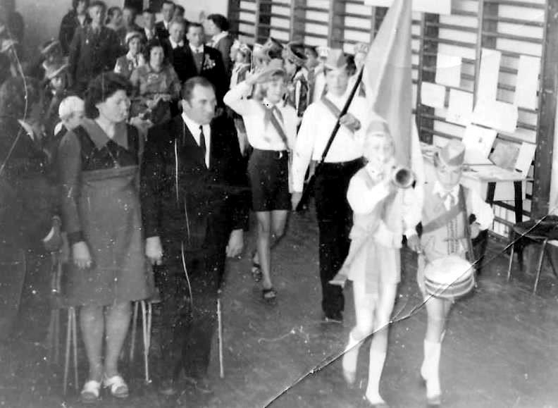 Valles skolā 9. maijā svin Uzvaras dienu ar sarkano karogu un taures skaņām
