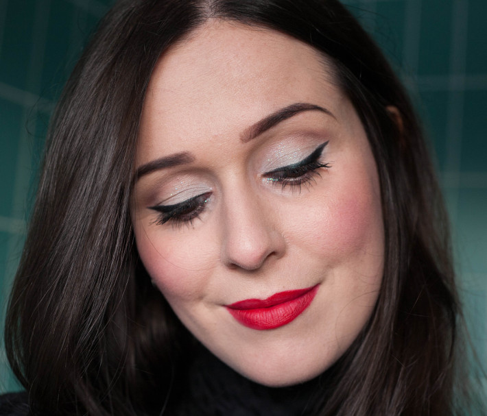 Christmas inspired make up with cat eye on white eyeshadow, and red lips