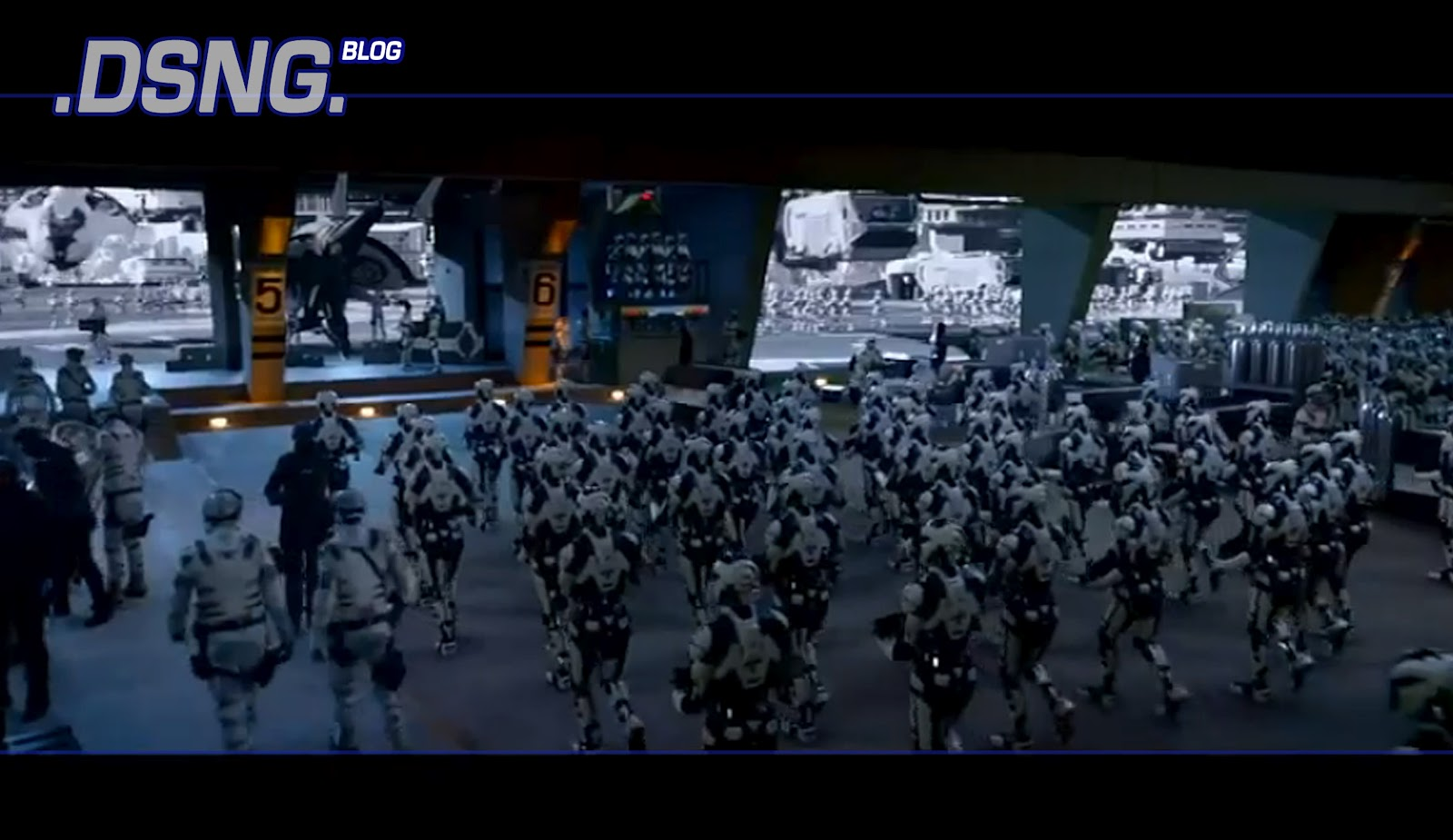 http://4.bp.blogspot.com/-5ovkpGWWvKw/T-4M9JVPJxI/AAAAAAAAGSk/Y6AHd_FtMRQ/s1600/colin+farrell+kate+beckinsale+total+recall+2012+movie+sci+fi+handgun+gun+weapon+concept+wallpaper++futuristic+hovercar+police+robot+droids+cyborgs+star+wars+clone+army.jpg