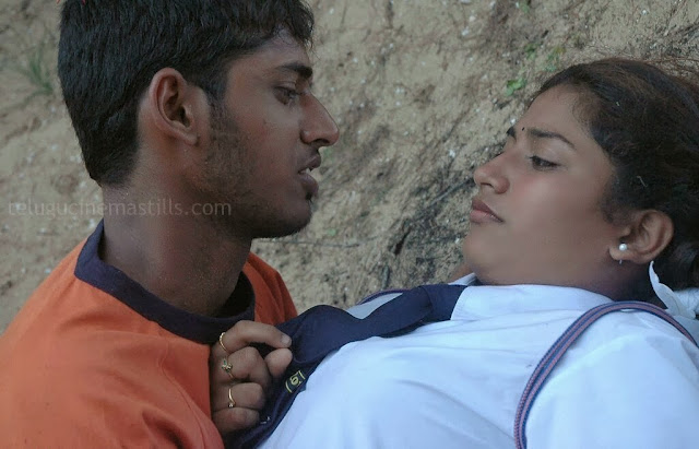 Indian School Girl MMS Kiss and Pressing the Boobs indianudesi.com