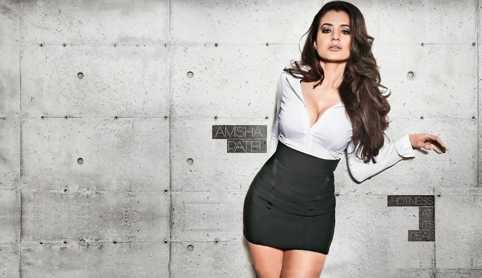Ameesha Patel Hot Dress Wallpaper