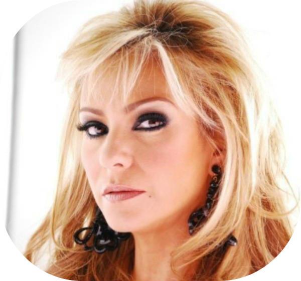 ... la madre del personaje de angelique boyer en la telenovela lo que la
