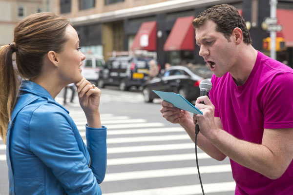 Billy-Eichner-perdón-filtro-directo-calles-Nueva-York-Comedy-Central-estreno-Billy-On-The-Street