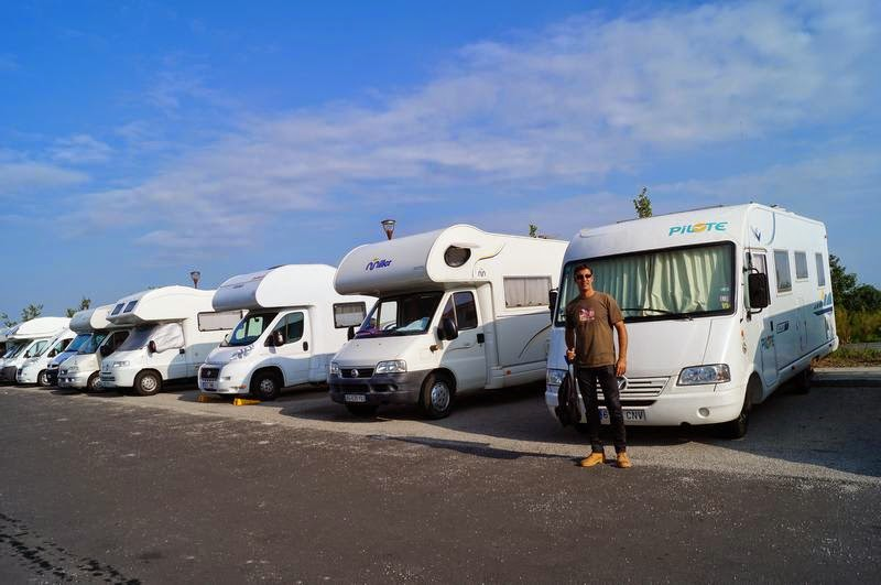 parking de coches y autocaravanas en el mont michel mi ba 250 l de blogs