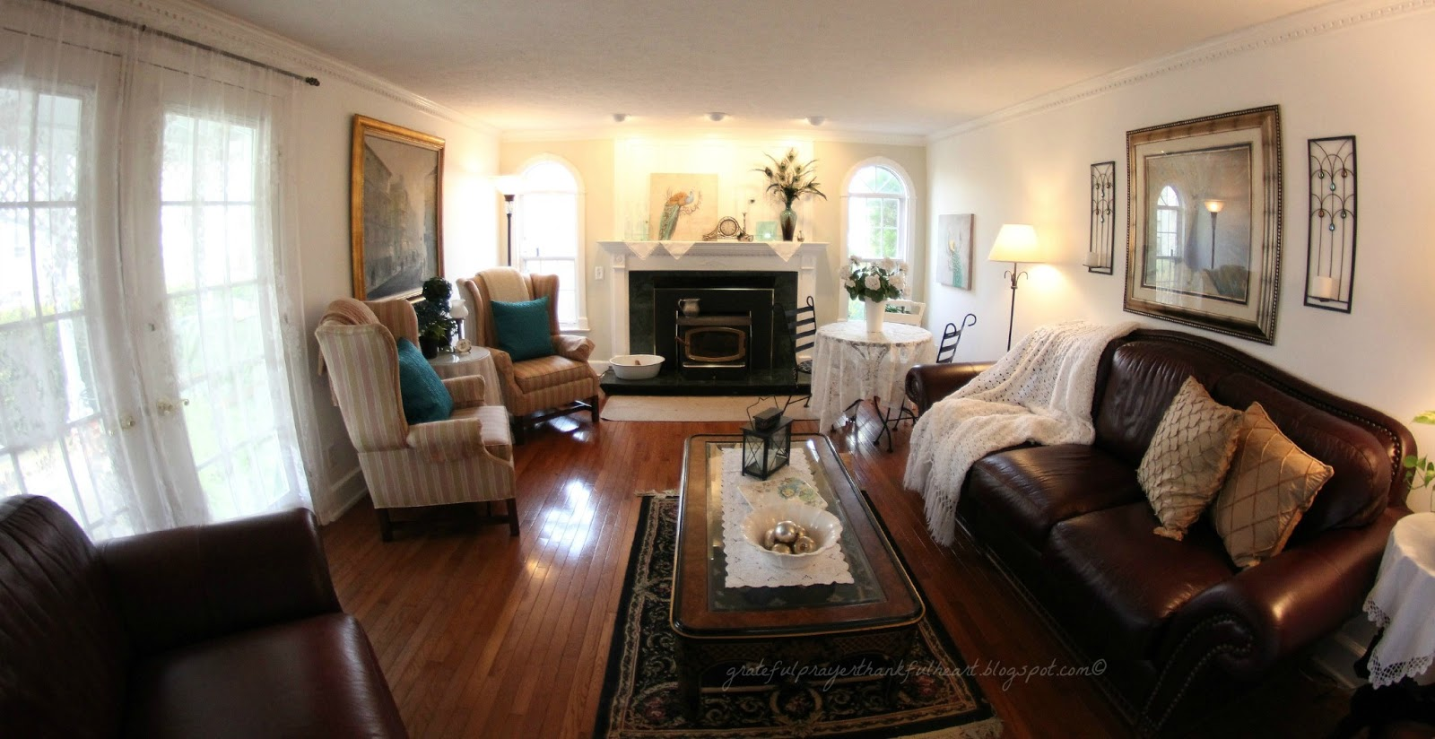 http://4.bp.blogspot.com/-5pPQTfW2q7A/UPAA_-IhLkI/AAAAAAAAQQc/ehVyLyOJr_k/s1600/family+room+fireplace+mantle+peacock+0421+wm.jpg