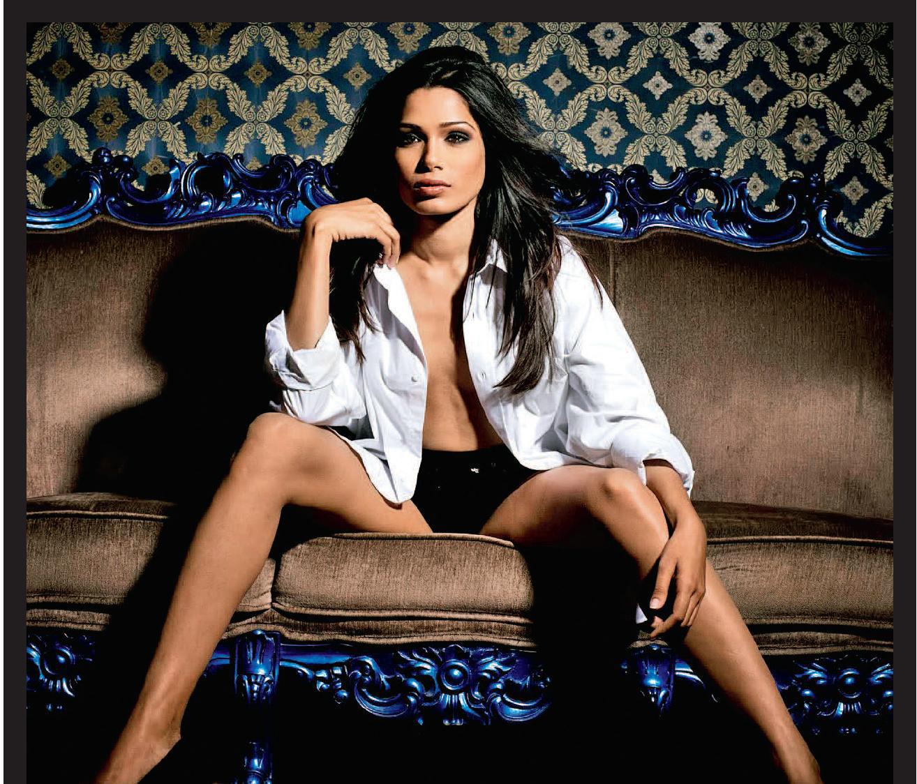 http://4.bp.blogspot.com/-5pckyuedoVQ/T6N00TyiosI/AAAAAAAAEyI/akIL8LWxlYE/s1600/Freida+Pinto+Bikini+(8).jpg