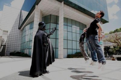 Vadering US Meme Star Wars Nerd Power Lado Negro da Força Enforcando Alguém