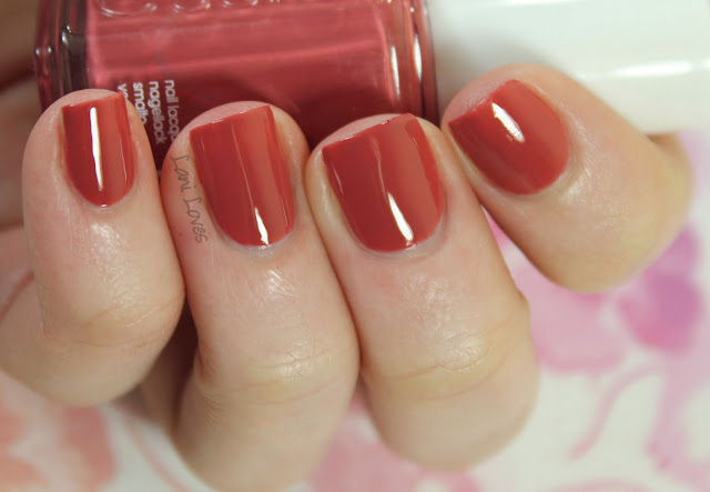 Essie Gel Setter Top Coat & In Stitches Nail Polish Review