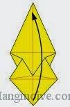 Bước 14: Gấp góc giấy lên trên sao cho hai đỉnh trùng nhau.