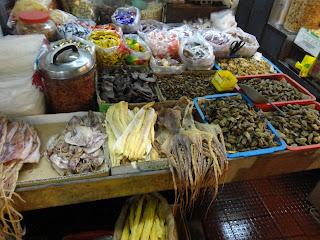 Productos en un mercado de Macao