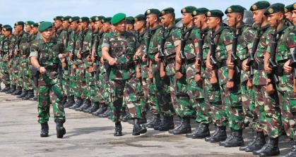2013 TNI Siapkan Satu Batalion Infanteri di Perbatasan Malaysia