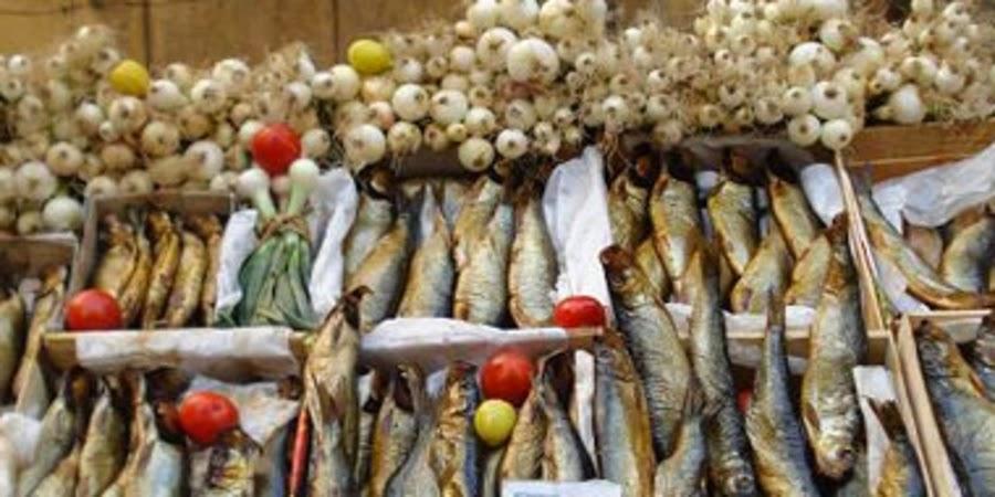 """صورة أرشيفية - حملة على منافذ بيع الأسماك المملحة والمدخنة بسبب """"شم النسيم"""""""
