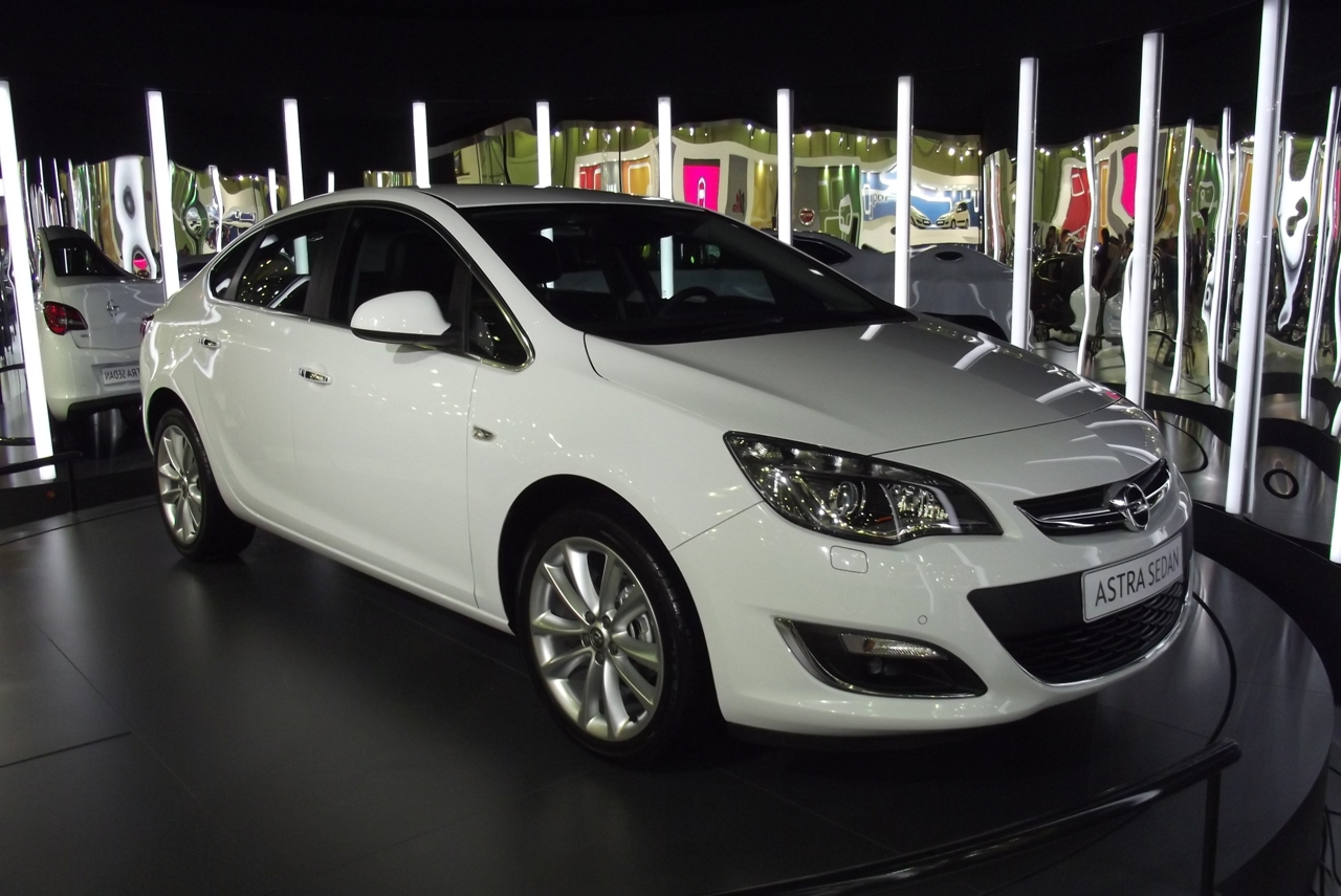 2013 opel astra sedan stanbul autoshow da turkeycarblog. Black Bedroom Furniture Sets. Home Design Ideas