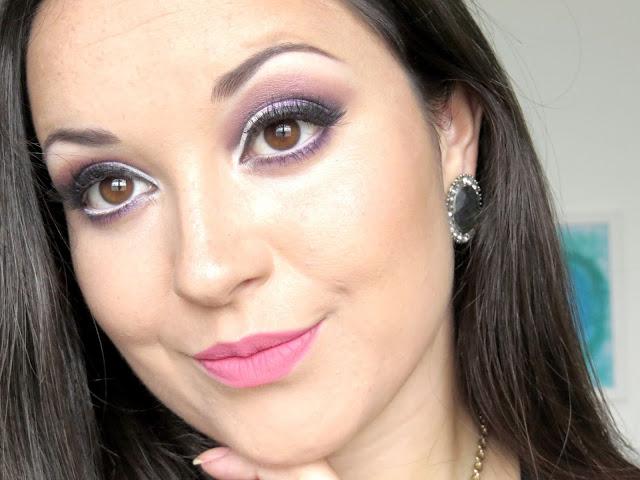 makeup cintilante com tons roxo