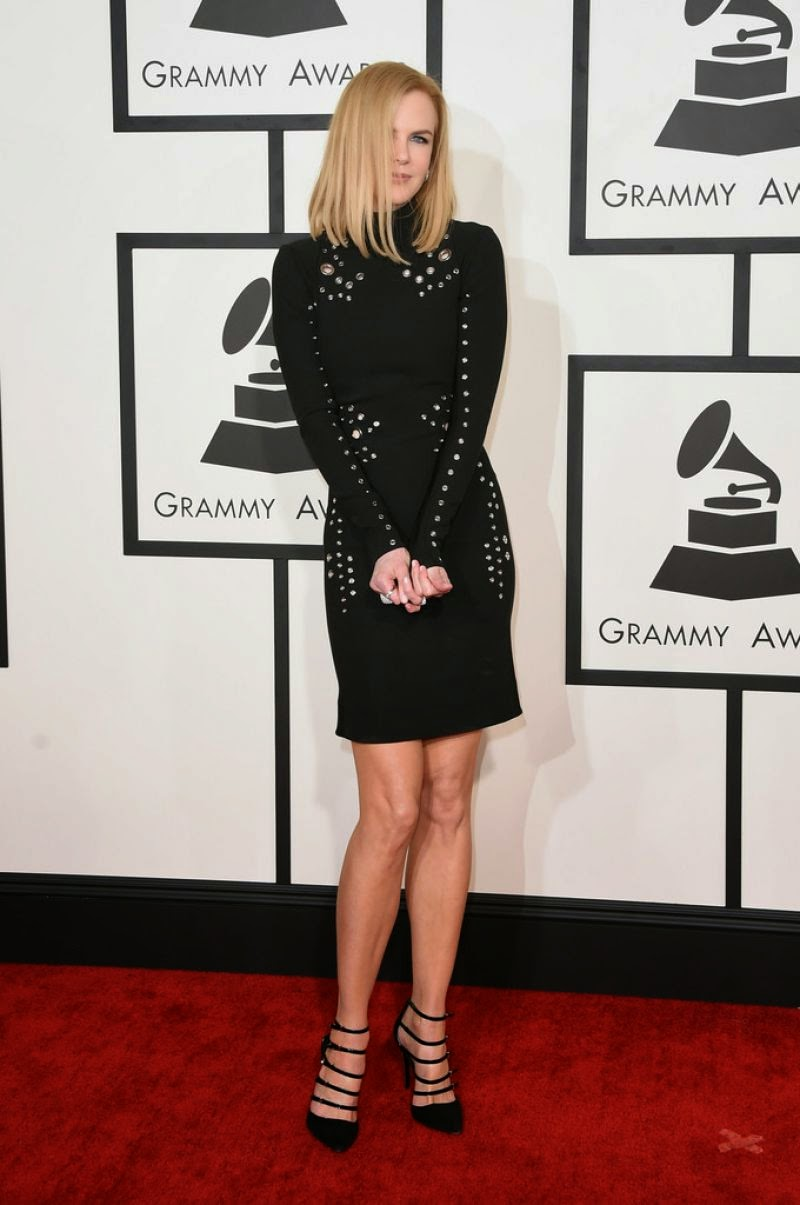 Nicole Kidman flaunts legs in a Mugler mini dress at the 2015 Grammy Awards in Los Angeles