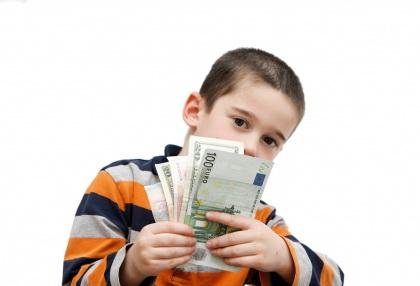 3 Aturan Memberikan Uang Saku untuk Anak