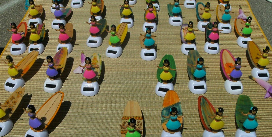 solar-powered hula girls