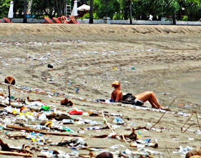 trash on Bali beach